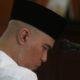 Ahmad Dhani saat menanti sidang di Pengadilan Negeri Surabaya. (FOTO: Dok. Detik)