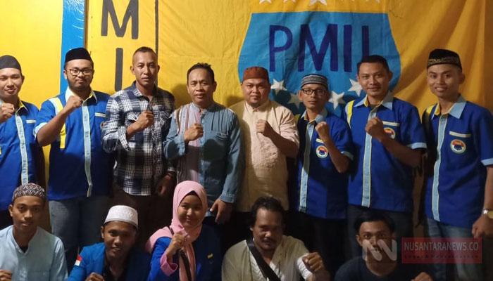 Brimob Nunukan Berswafoto dengan PMII Nunukan Mengajak Umat Islam Jihad Perangi Hoaks (Foto: Edy Santri/NUSANTARANEWS.CO).
