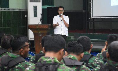 Dr. Januar Angga sebagai pemberi materi dari Denkesyah Madiun di hadapan personil Kodim 0803/Madiun. (FOTO: NUSANTARANEWS.CO/mc0803)