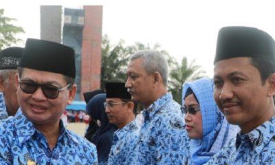 Gubernur Kaltara Irianto Lambrie besama para Guru. (FOTO: NUSANTARANEWS.CPO/Istimewa)