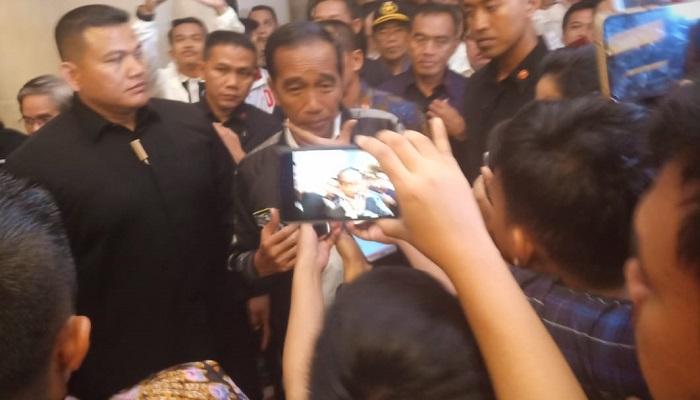 Jokowi Usai Debat Terakhir Saat Ditanya Wartawan Soal Pertahanan Nasional (Foto Dok. NUSANTARANEWS.CO)