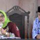 Kepala Bappeda Bondowoso, Farida didampingi Kabag Humas Suryadi dalam konferensi pers Musrenbang RKPD Bondowoso 2020. (FOTO: NUSANTARANEWS.CO/Saphan)