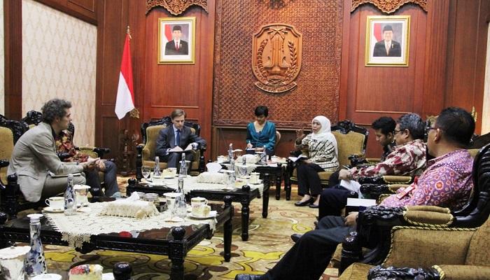 Gubernur Jatim, Khofifah Indar Parawansa bertemu dengan perwakilan pemerintahan Prancis bahas soal pengelolaan museum. (Foto: Setya N/NUSANTARANEWS.CO)