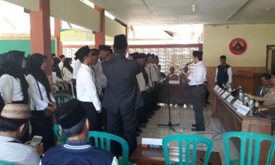 Sebanyak 150 Pengawas tempat pemungutan suara (PTPS) Kecamatan Gapura, Kabupaten Sumenep resmi dan sah dilantik di pendopo kecamatan Gapura, Senin (25/3/2019) sore. (FOTO: NUSANTARANEWS.CO/Istimewa)
