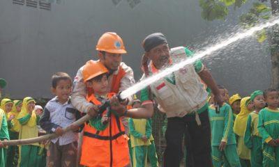 Peserta Didik KB Al-Azhar belajar Cara Penanggulangan bencana. (FOTO: NUSANTARANEWS.CO/Fakhruddin)