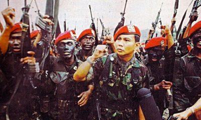 Prabowo Subianto bersama pasukan baret merah di medan tempur. (FOTO: ilustrasi/istimewa)