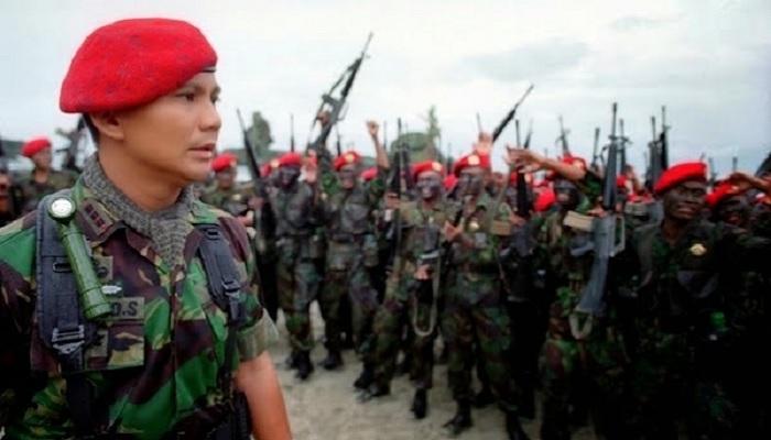 Prabowo Subianto saat memimpin pasukan baret Merah. (FOTO: ilustrasi/istimewa)