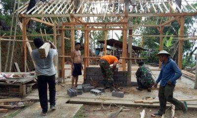 Prajurit TNI Bedah 502 Rumah Warga di Pacitan. (FOTO: srwn/nn)