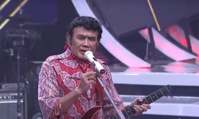 Rhoma Irama menyanyikan lagu Ani mewakili SBY. (FOTO: Crop via channel YouTube Indosiar)
