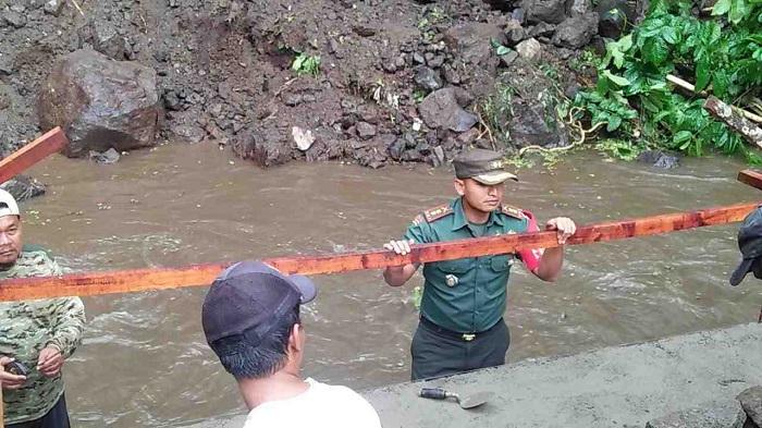 Salah satu potret pengerjaan pembangunan infrastruktur jalan di Jawa Timur dalam program TMMD. (FOTO: NUSANTARANEWS.CO/Istimewa)