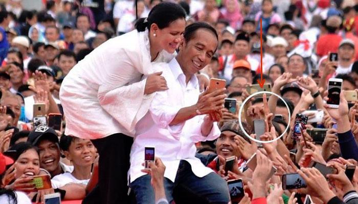 Selfie Calon Presiden Joko Widodo saat di Dumai Diwarnai Salam Dua Jari (Foto Dok. Instagram Jokowi)