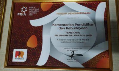 Sertifikat penghargaan untuk kategori terpopuler di media bagi Kemendikbud. (FOTO: Dok. Kemendikbud)