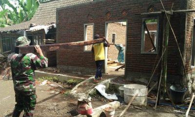 Program Bedah Rumah pada TNI Manunggal Membangun Desa (TMMD) Ke 104. (FOTO: Siswandi/NN)