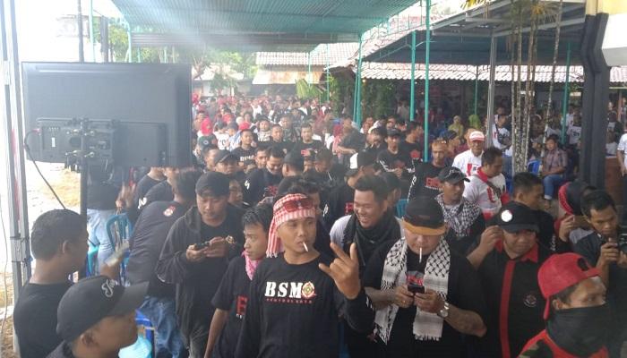 Ratusan masyarakat di Kabupaten Kulon Progo, DIY mendeklarasikan dukungannya kepada pasangan capres-cawapres Jokowi-Ma'ruf Amin pada Minggu (17/3/2019). (Foto: Istimewa)