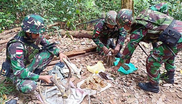 Puluhan Bungkus Ganja, Hingga Dua Pasang Tanduk Rusa Berhasil Diamankan Satgas Yonmek 521 DY. (Foto: Istimewa)