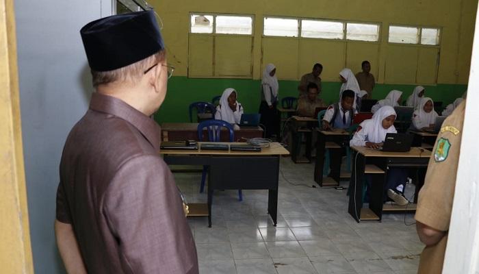 Bupati Sumenep Tinjau Pelaksanaan UNBK Tingkat SMP di Empat Sekolah