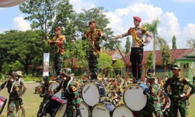 Display Drumband Integrasi Taruda-Taruni Akmil. (FOTO: Pendim 0813)