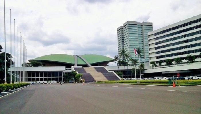 Ini Caleg DPR RI yang melenggang ke Senayan dari Dapil IX Jatim & Gedung DPR RI. (Foto: Istimewa)