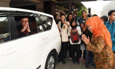 Gubernur Jawa Timur mendampingi Menteri Dalam Negeri pada acara partisipasi masyarakat kampus dalam pemilu di Universitas Wijaya Kusuma surabaya. (FOTO: NUSANTARANEWS.CO/Setya)
