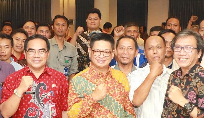 Gubernur Kaltara, Dr H Irianto Lambrie (tengah). (FOTO: NUSANTARANEWS.CO/Istimewa)
