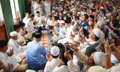 Prabowo Subianto berdoa di sela sujud syukur usai shalat Jumat di Masjid Al-Azhar. (FOTO: Dok @fadlizon)