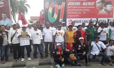 Pengurus Relawan Bravo 5 , Almisbat dan perwakilan beberapa perwakilan Parpol Pendukung Jokowi-Maruf ucapkan pernyataan sikap di Nunukan. (Foto: Eddy Santri/NUSANTARANEWS.CO)