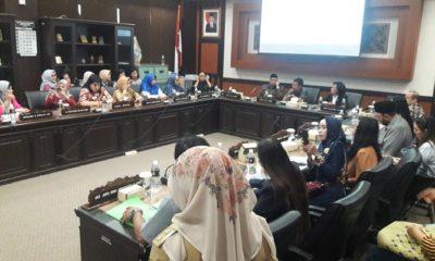 Tolak Sistem Zonasi untuk Penerimaaan Siswa Baru, Puluhan Emak-emak Wadul ke DPRD Jatim