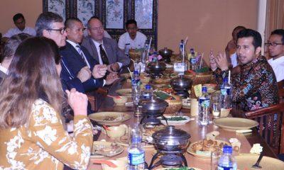 Wakil Gubernur Jawa Timur Menerima Audensi Rombongan Dubes Jerman Dr. Peter Schoof di Resto Tempo Doeloe Juanda Surabaya