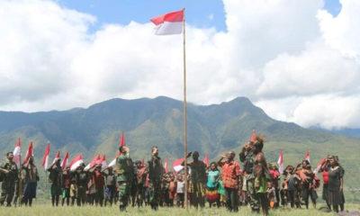 Warga Puncak Jaya Deklarasi Setia NKRI, Serahkan Peralatan Perang dan Kibarkan Bendera Merah Putih, nusantaranewsco