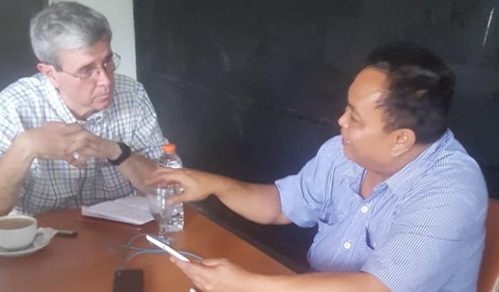 Wawancara Waketum Gerindra Arief Poyuono dengan jurnalis investigasi independen asal Amerika Serikat, Allan Nairn disebuah tempat tertutup, 20 Maret 2019. (FOTO: Dok. NUSANTARANEWS.CO//Istimewa)