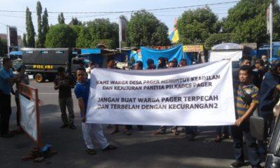 Ratusan Warga Demo Bupati Ponorogo Terkait Dugaan Kecurangan Pilkades. (Foto: Nurcholis/NUSANTARANEWS.CO)