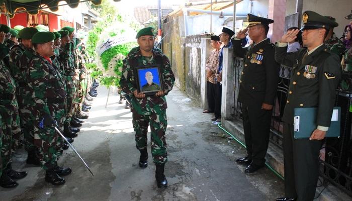 Kodim 0808 Blitar berduka, salah satu anggotanya Sertu Riswanto (52) Babinsa Sub Ramil Selopuro meninggal dunia, Rabu (15/05/2019). (Foto: Istimewa)