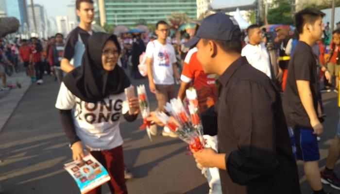 Bagikan Mawar, Pelajar dan Mahasiswa Jakarta Serukan Jaga Persatuan Pasca Pemilu