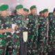 Delapan (8) prajurit Satgas Pamtas Yonif PR 328/Dgh memperoleh penghargaan Kenaikan Pangkat Luar Biasa (KPLB) atas keberhasilannya mendapatkan senjata organik jenis M16 milik salah satu tokoh OPM. (FOTO: Dok. Dispenad)
