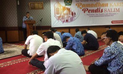 Ustadz Mukti Bisri dalam Kultum Sholat Dzuhur (20/5) di Musholla At-Tarbiyah Ditjen Pendidikan Islam Kementerian Agama. (FOTO: NUSANTARANEWS.CO)