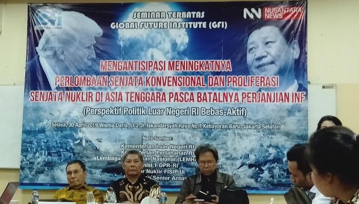seminar terbatas bertajuk Mengantisipasi Meningkatnya Perlombaan Senkjata Konvensional dan Proliferasi Senjata Nuklir di Asia Tenggara Pasca Batalnya Perjanjian INF, Persepektif Politik Luar Negeri RI Bebas Aktif, di kawasan Kebayoran Baru, Selasa (30/4).