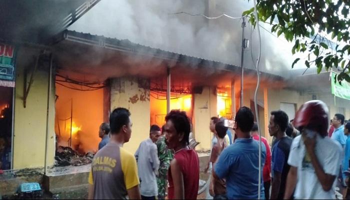 Pasar Anom Sumenep Terbakar. (Foto: M Mahdi/NUSANTARANEWS.CO)