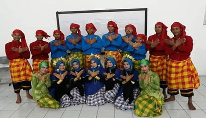 Para presonil Tari Parenggek. (Foto: Muhammad Alamsyah/NUSANTARANEWS.CO)