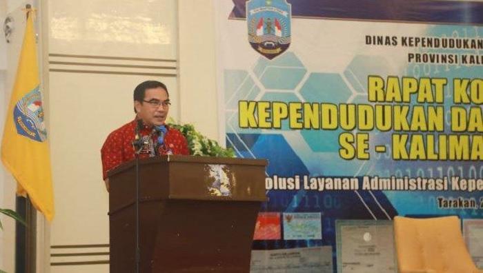 – Sekretaris Provinsi (Sekprov) Kalimantan Utara (Kaltara), H Suriansyah buka Rakor Dukcapil. (Foto: Dok. Humas Kaltara)