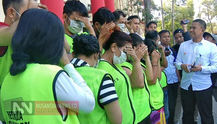 11 Orang Diciduk Polrestabes Surabaya Usai Pesta Sabu. (Foto: Tri Wahyudi/NUSANTARANEWS.CO).