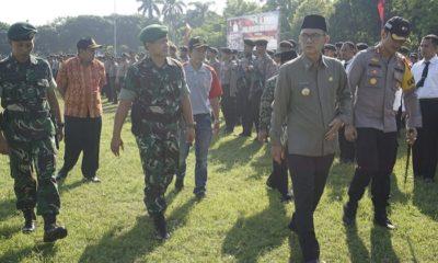 Bupati dan Dandim Ngawi Ikuti Apel Pergeseran Pasukan Pam Pilkades Serentak 2019. (FOTO: NUSANTARANEWS.CO/Istimewa)