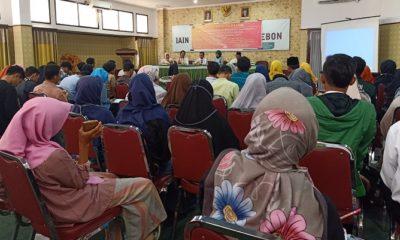 Diskusi Publik yang diselenggarakan Dewan Eksekutif Mahasiswa Fakultas Ilmu Tarbiyah dan Keguruan IAIN Cirebon di Kesambi Kota Cirebon, Senin (2462019). (FOTO: NUSANTARANEWS.CO/Ruzi)