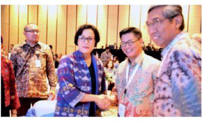 Gubernur Kaltara Dr H Irianto Lambrie saat berbincang dengan Menkeu Sri Mulyani Indrawati, beberapa waktu lalu. (FOTO: Istimewa)