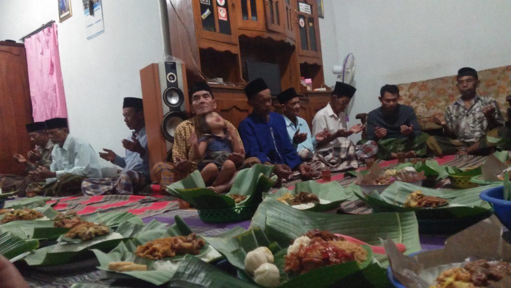 Warga Ponorogo Gelar Doa Kenang Ani Yudhoyono. (Foto: Nurcholis/NUSANTARANEWS.CO)