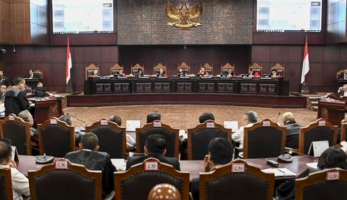 Pertarungan kubu Jokowi-Prabowo di sidang terbuka gugatan sengketa Pilpres 2019. (FOTO: Istimewa)