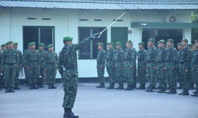 Ratusan personil Jajaran Korem 081DSJ dan Kodim 0803Madiun menghadiri Upacara Bendera di Lapangan Makorem 081DSJ, Kota Madiun. (FOTO: Dok. mc0803/nn)
