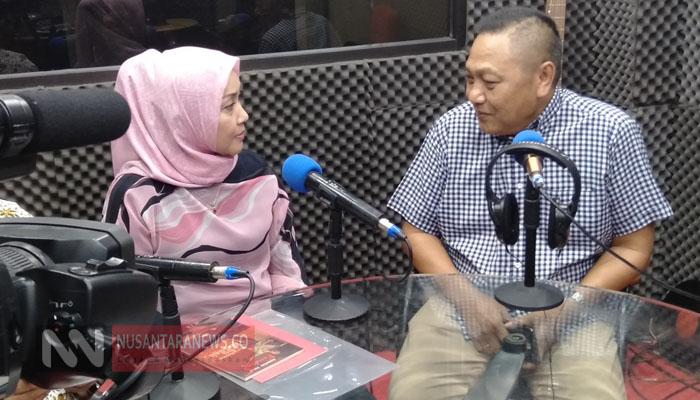 Aktris Senior sekligus Putri WS Rendra, Clara Sinta bersama Kordinator Gerakan Indonesia Bersih Adhie M Massardi Saat Talk Show