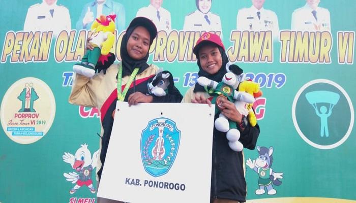 Izza Ulya Faradisa tercatat sebagai atlet cabang olahraga Paralayang Ponorogo sukses meraih medali perunggu dalam Porprov VI Jatim 2019. (Foto: Istimewa)