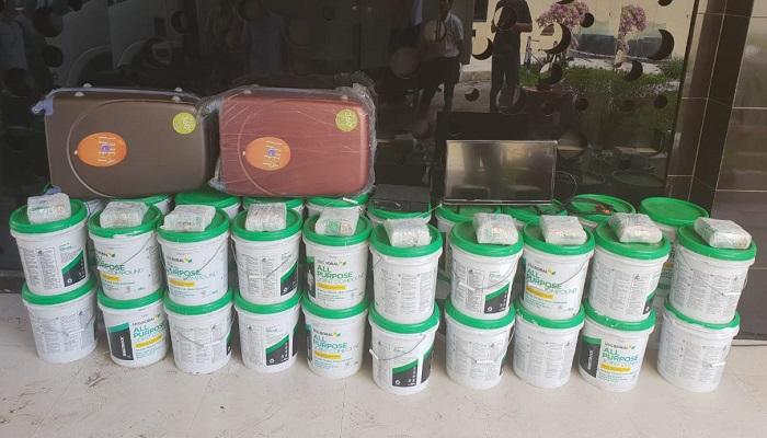 Barang bukti penyelundupkan sabu seberat 10 Kg dari Pontianak ke Jakarta melalui pelabuhan Gresik. (FOTO: NUSANTARANEWS.CO/Setya)