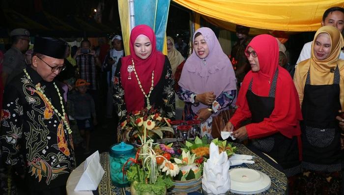 Tingkatkan Konsumsi Ikan, Pemkab Sumenep Gelar Gemarikan di acara Gebyar Gemar Memasyarakatkan Makan Ikan (Gemarikan) oleh Pemkab Sumenep. (FOTO: NUSANTARANEWS.CO/Mahdi)
